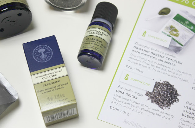 A picture of Neal's Yard Remedies Cleanse Aromatherapy Blend