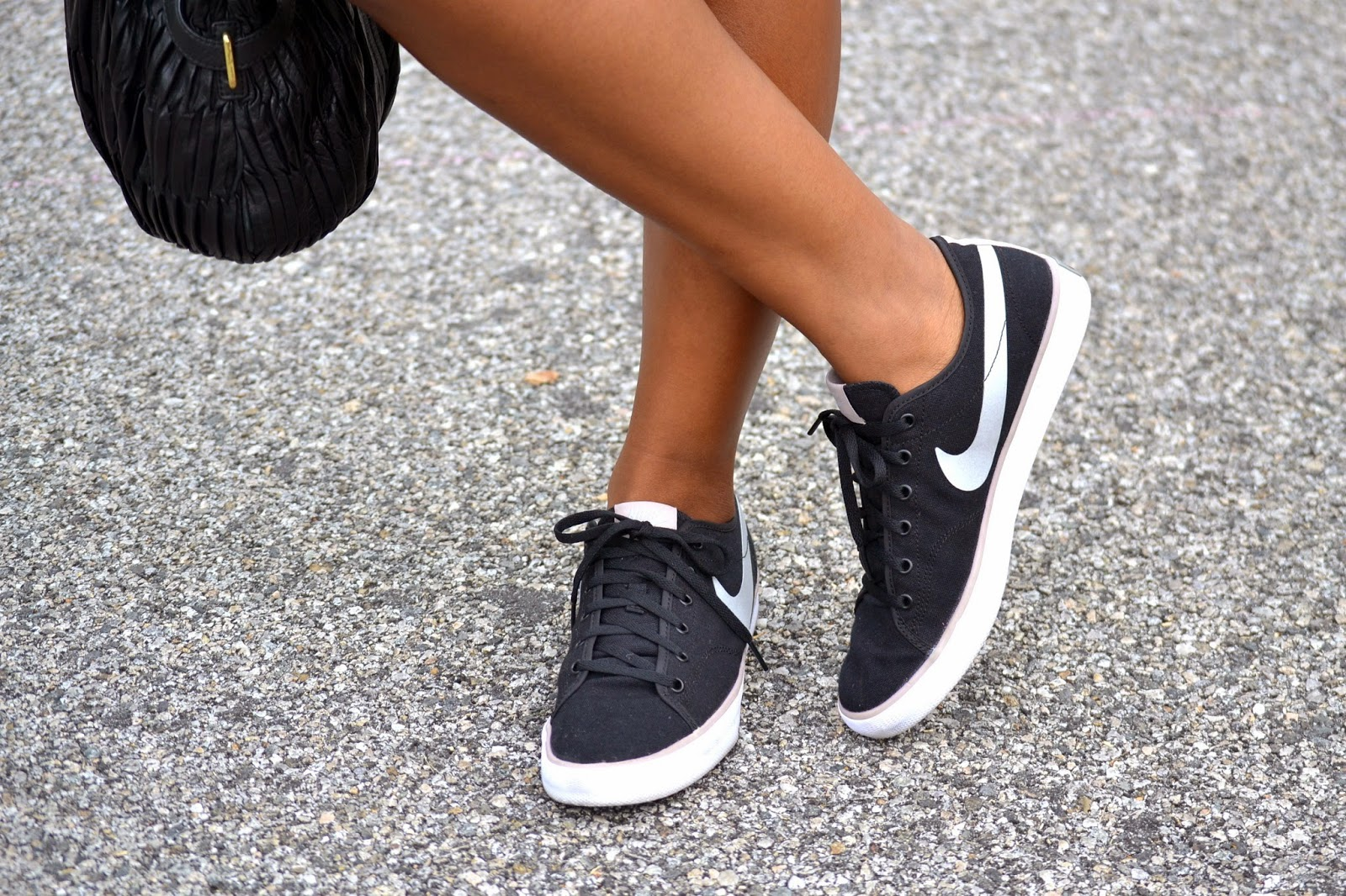 how to wear Nike sneakersr