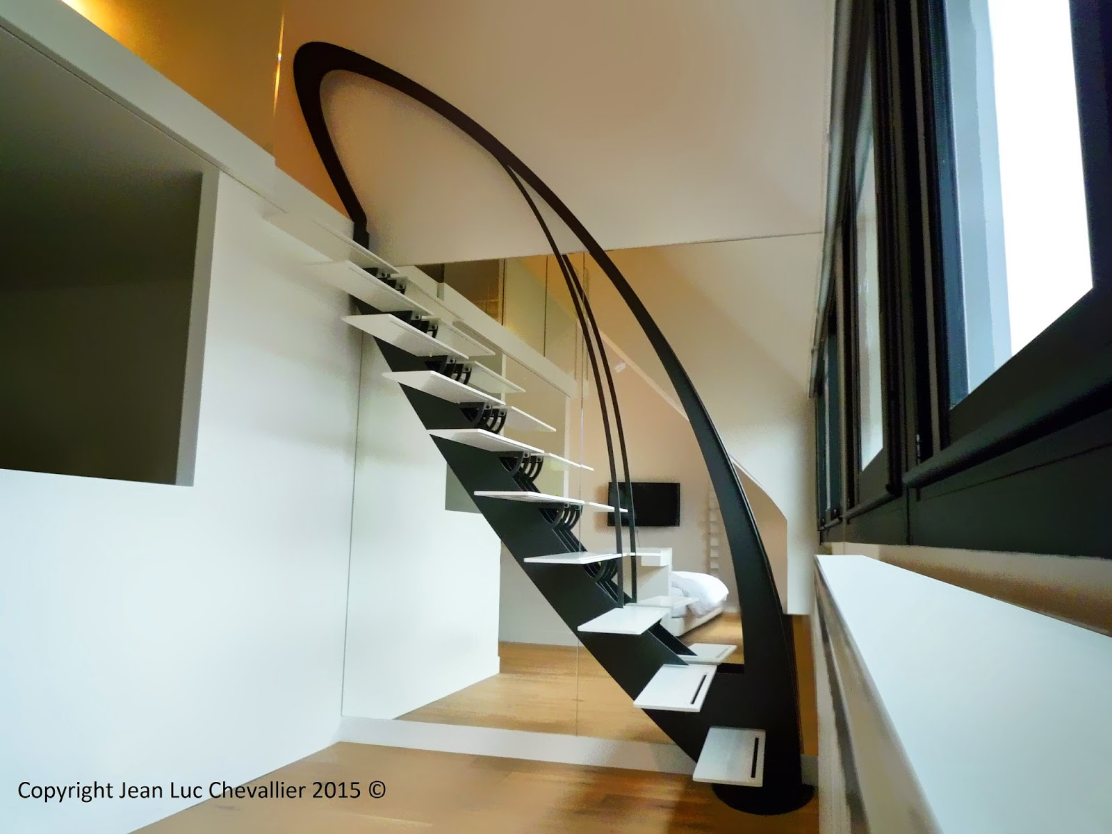 La Stylique: Escalier design suspendu stylisé