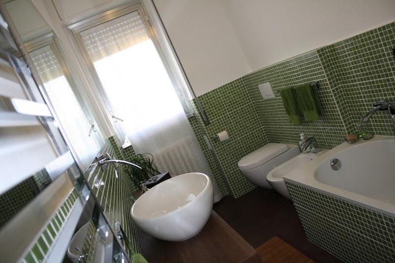 Piastrelle bagno verdi piastrelle adesive color verde - Bagno mosaico verde ...