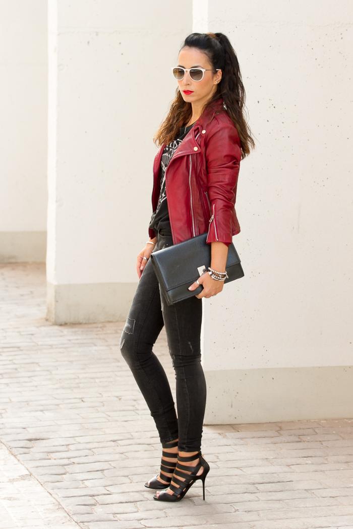 Blogger estilo rock con labios rojos