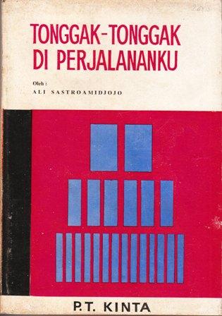 "Buku ""Tonggak-Tonggak di Perjalananku"" edisi awal. Museum Konferensi Asia-Afrika (MKAA) Bandung pada 2012 ini menerbitkan kembali buku ini. (Foto: Blogspot.com)"