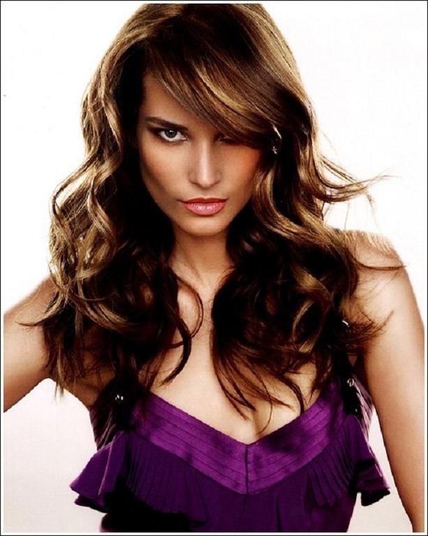 es mejor hablar con su peluquero al elegir un peinado ya que ser mejor elegir uno que sea adecuado en su cara