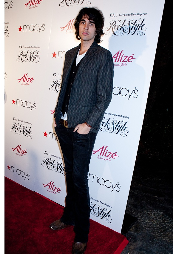 celebrity heights how tall are celebrities heights of celebrities how tall is nick simmons. Black Bedroom Furniture Sets. Home Design Ideas