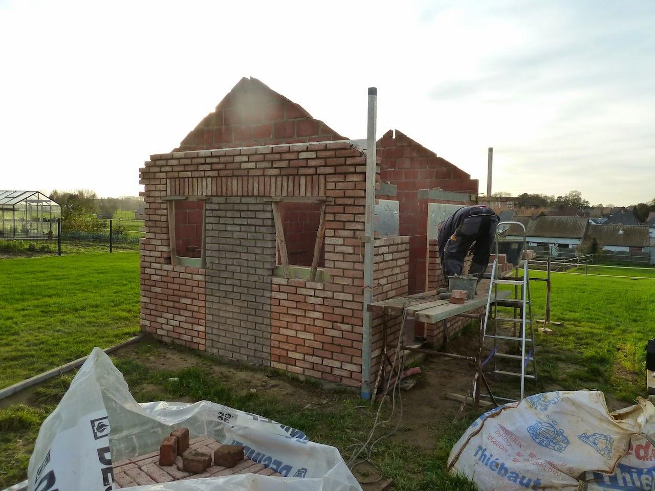 la construction de notre maison l 39 abri de jardin 5. Black Bedroom Furniture Sets. Home Design Ideas