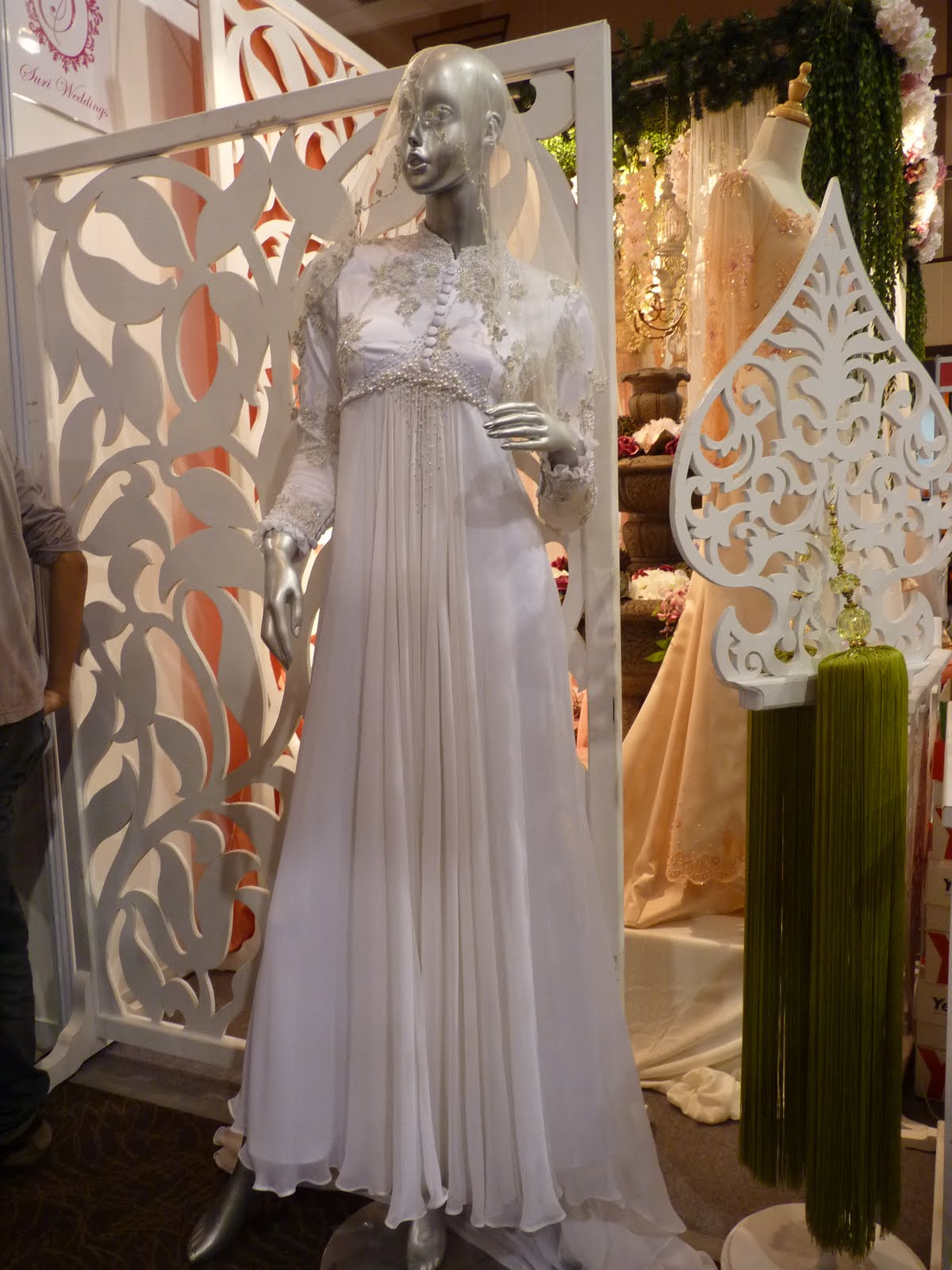 Lecturer vs soldier pameran pengantin malaysia at for Wedding dress malaysia online