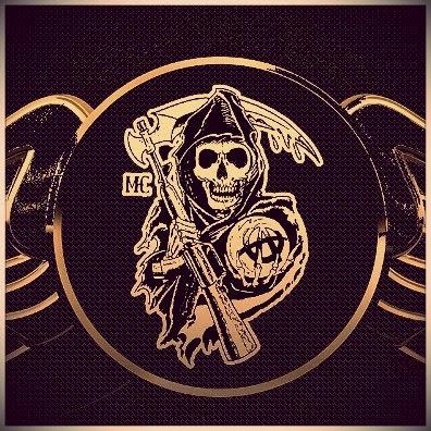 Ilustração de uma caveira com uma foice, escudo do moto clube.