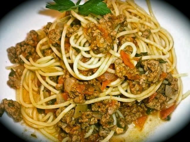 The Briny Lemon: Spaghetti with Fresh-Tomato Meat Sauce