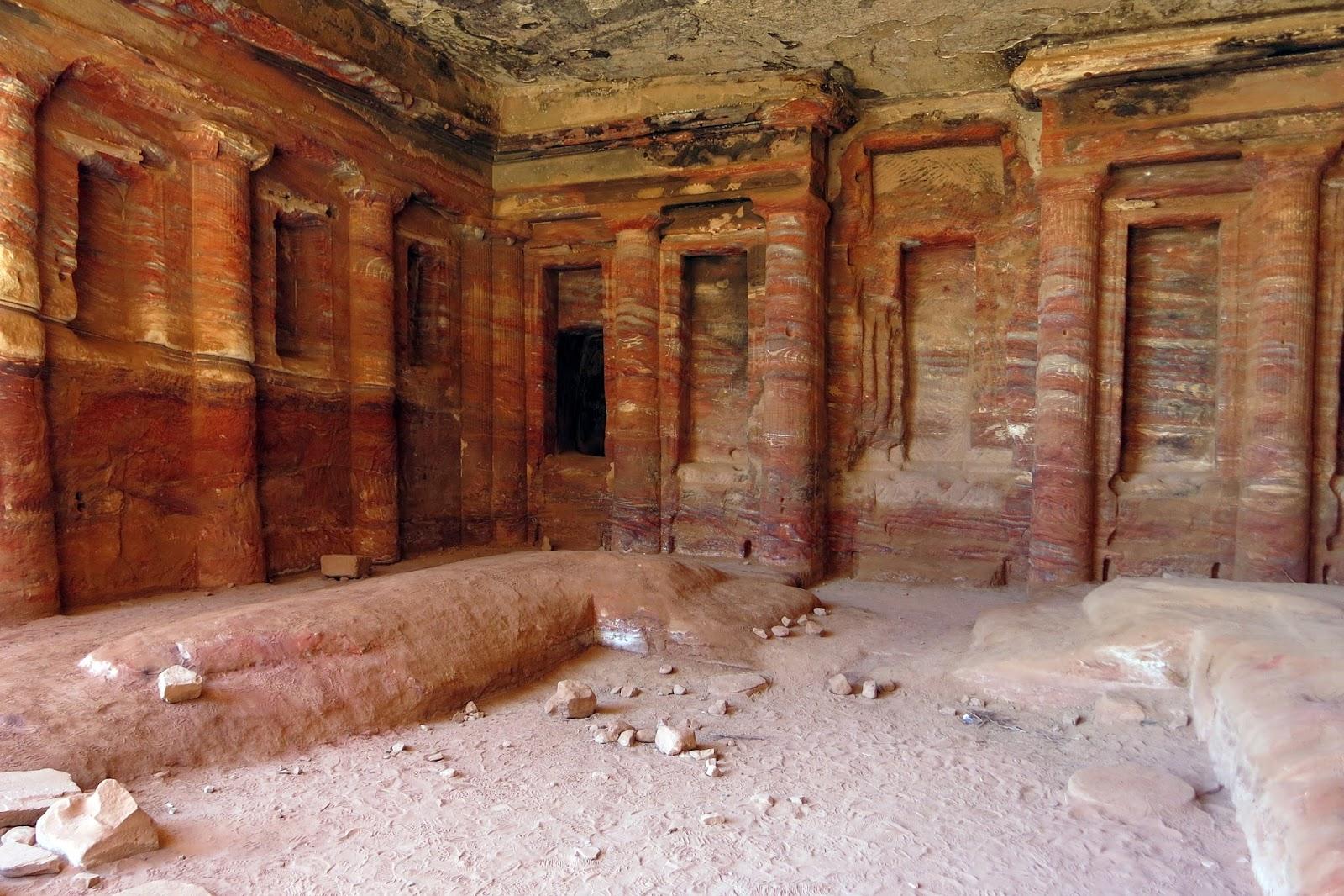 Interior de un templo en Petra