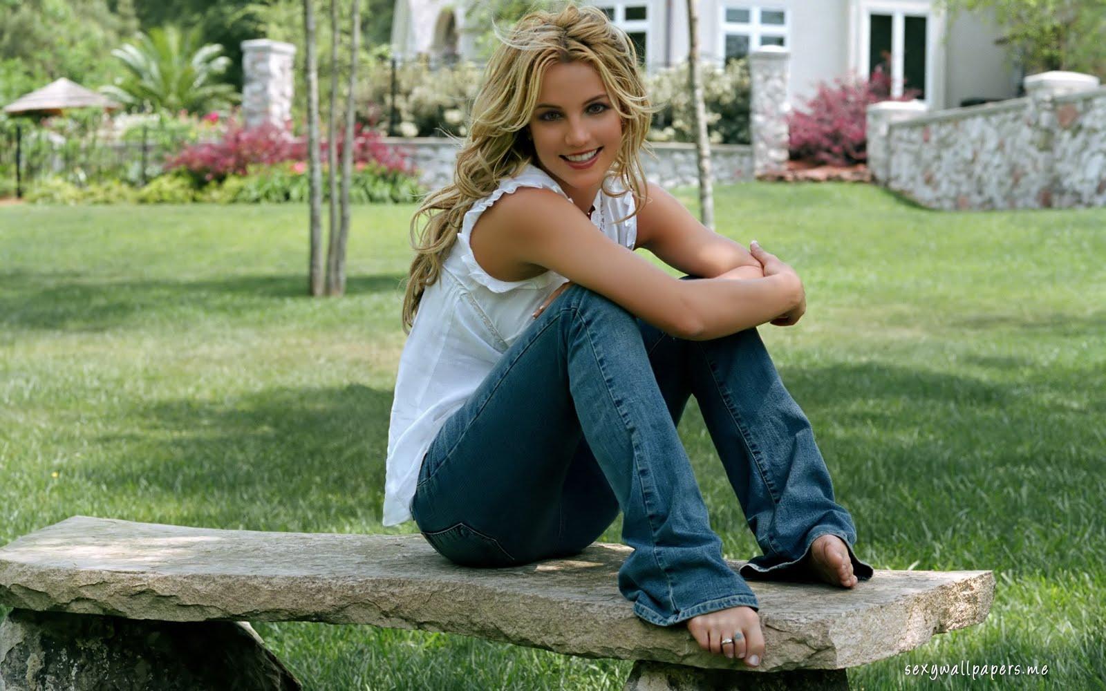 http://4.bp.blogspot.com/-lVMW9YTyfVA/Tmpk06-NxqI/AAAAAAAAMj0/mWjRH69_e7k/s1600/britney-spears-relaxing-girl-1920x1200.jpg