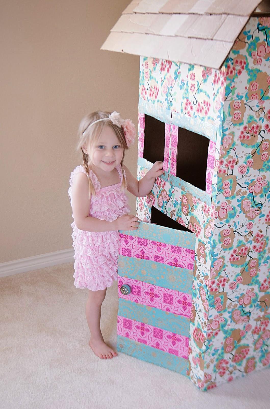 Картонный домик для ребенка фото