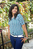 Liza reddy glam pix in jeans-thumbnail-9