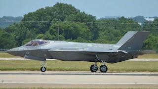"""Sikeres próbarepülés az F35-ös """"lopakodó"""" vadászgéppel ♦ Az első két gép decemberben érkezik …"""
