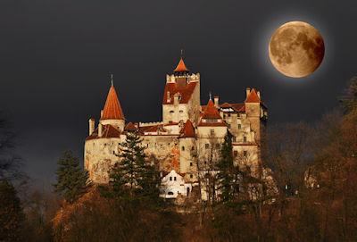 Noche de luna llena en el castillo de Drácula - Full moon Dracula's castle
