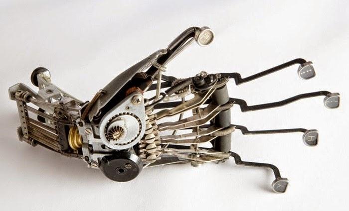 robot dari mesin ketik