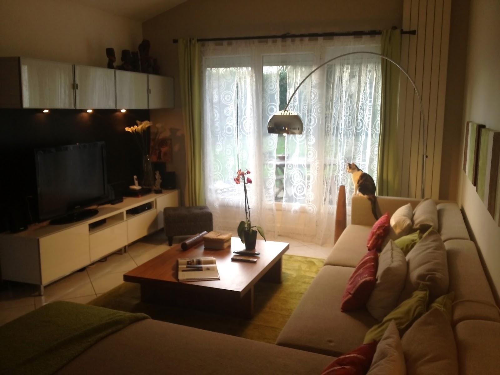Dressing sous pente avec rideaux et autres d co histoire de salon - Tapis de salon chez ikea ...