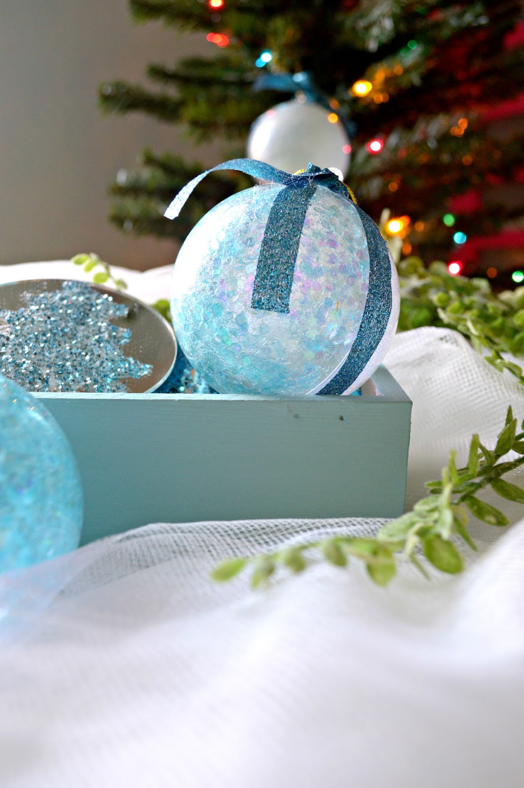 Sweet and Simple Glitter Ornaments - all you need is glitter and mod podge.