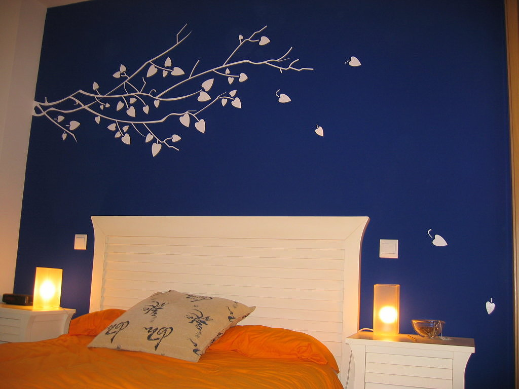 Paredes azul marino para tu dormitorio cocinas modernas - Imagenes para paredes ...