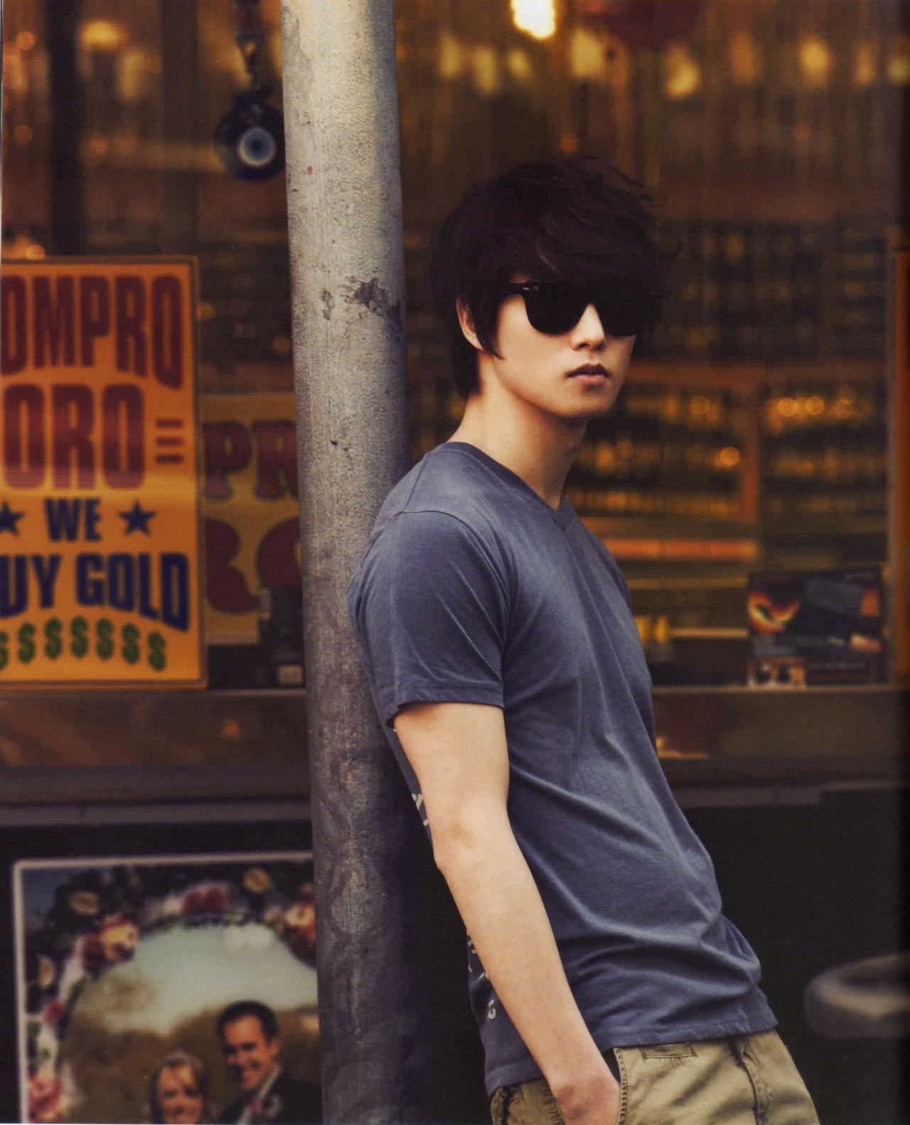 http://4.bp.blogspot.com/-lWWOuzWs724/T6QOsc9_rFI/AAAAAAAAJqA/M6SDWYPUTSE/s1600/%5BSCAN%5D+CNBLUE+Ear+Fun+Limited+Edition+Part+1+-+JongHyun+(1).jpg