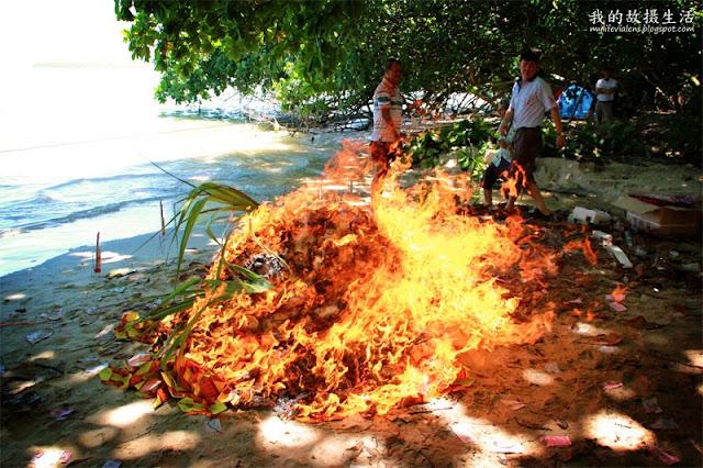 海墘码头区盂兰盛会之请火仪式