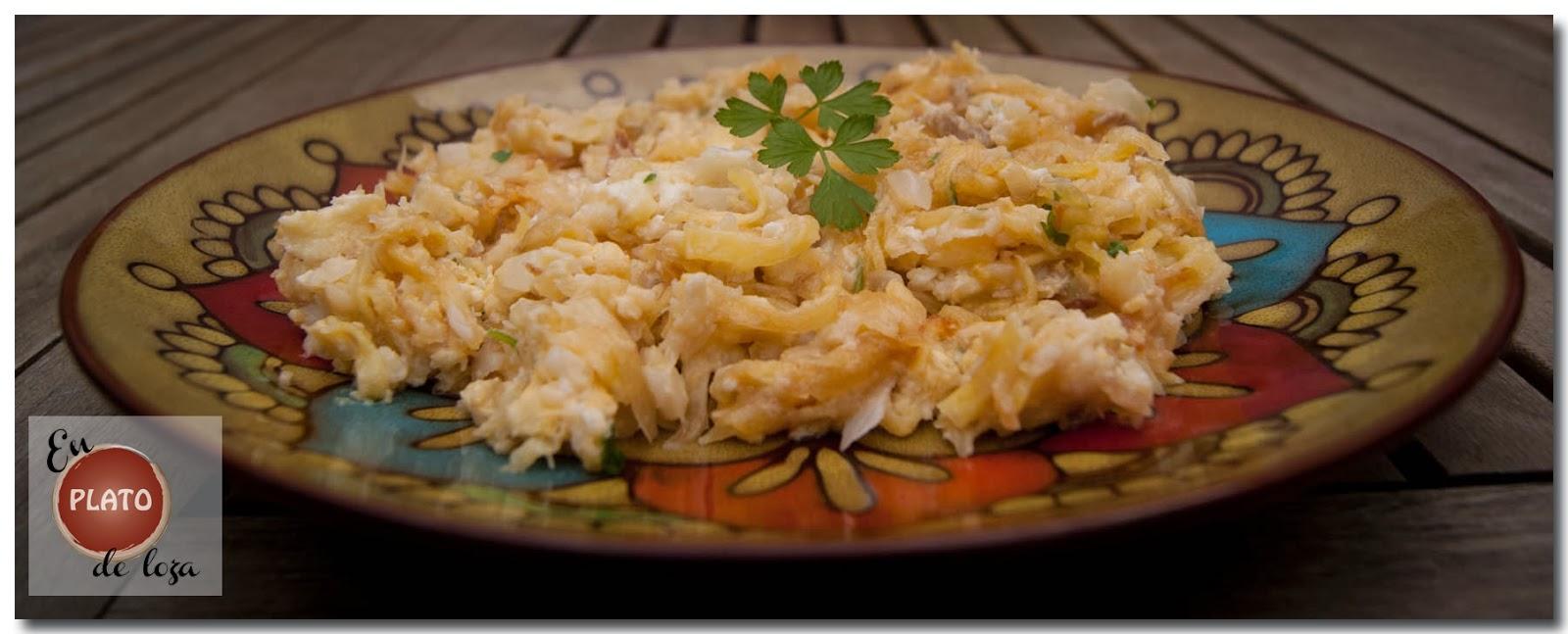 En plato de loza revuelto de bacalao - Cocinar bacalao congelado ...