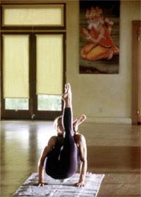 Yoga Reiki Hara Kali amp Shanti  Madonna amp Yoga  canta Shanti Om