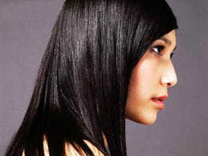 Tips Cara Meluruskan Rambut Yang Gelombang dan Kriting Secara Alami