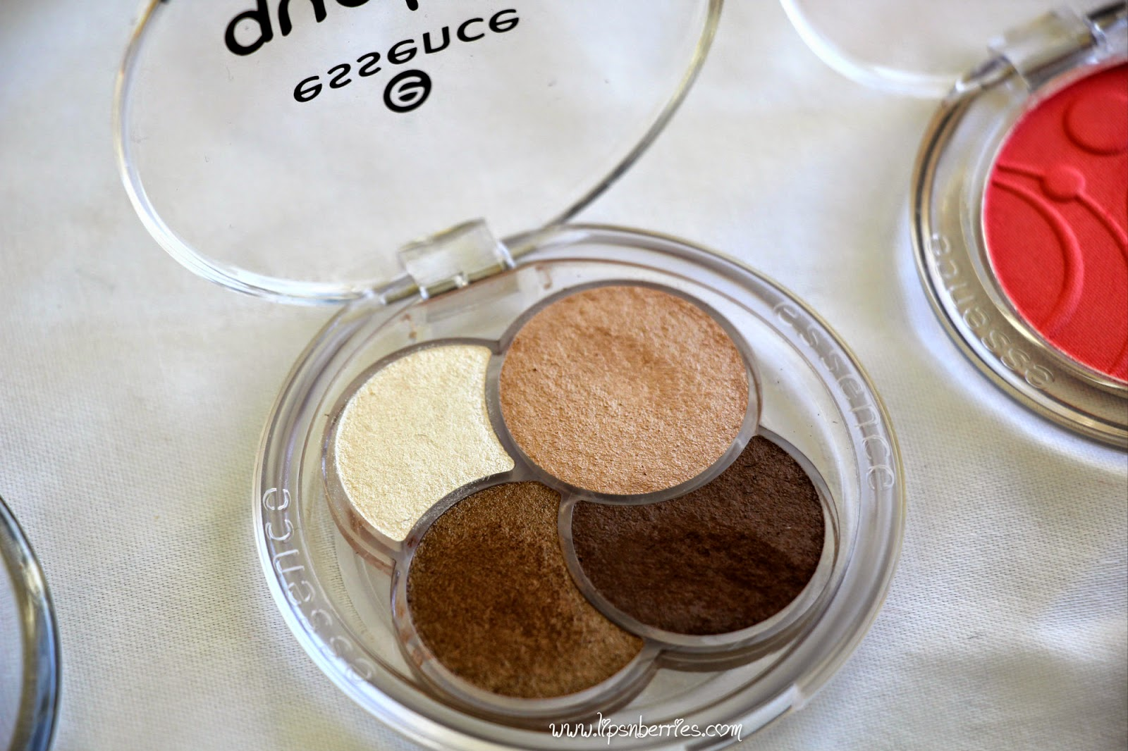 Essence eyeshadow quad review