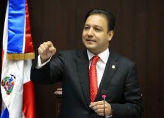 Abel Martínez considera excesiva medida contra jovencita de Santiago