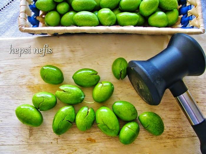 evde kırma yeşil zeytin yapımı