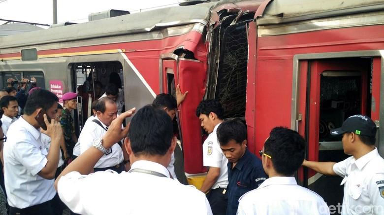 Tabrakan Kereta di Stasiun Juanda