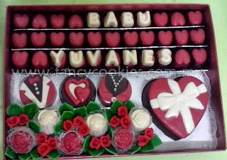 coklat hantaran love box with fondant flower and leaves
