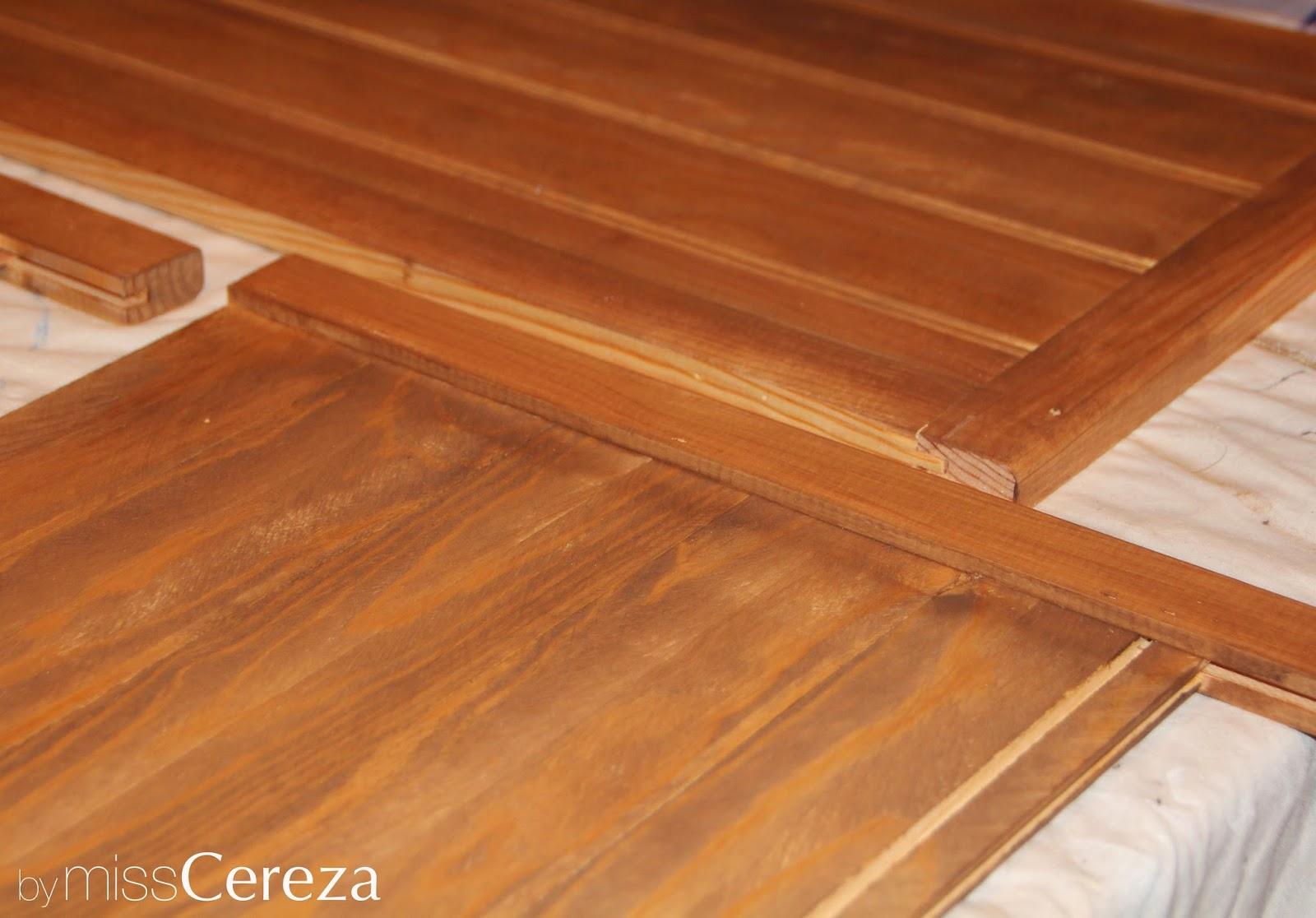 barnizando baúl de madera