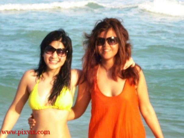 Maria Wasti and Ayesha Omer Bikini Pics in Thailand Tour