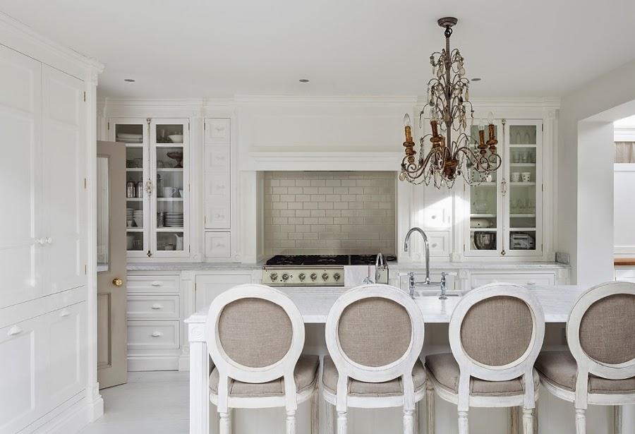 wnętrza, wystrój wnętrz, styl francuski, eleganckie, szary, beżowy, romantyczny, kuchnia biała, retro, blat, wyspa kuchenna