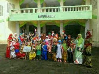 Sambut Hari Kartini, PAUD  Hifdzul Huda Pawai Pakaian Adat