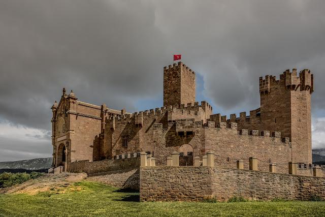 Castillo de Javier :: Canon EOS5D MkIII | ISO100 | Canon 24-105 @24mm | f/9.0 | 1/160s