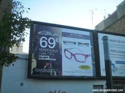 cambiar vinilo valla publicitaria 4x3