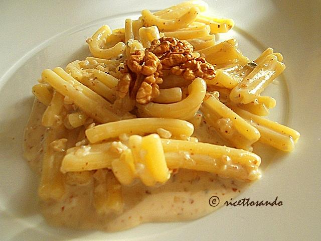 Pasta tortilli gorgonzola e noci ricetta primi di pasta