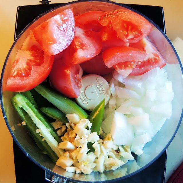 Salsa Fresca (Restaurant Style Salsa) from www.bobbiskozykitchen.com