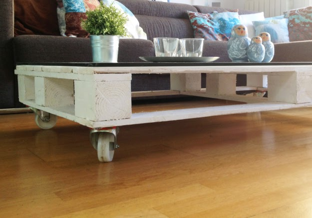 Simple And Cozy DIY Pallet Table
