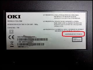Monitor OKI fabricado por Vestel, detalle de la etiqueta