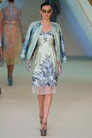Къса рокля на цветя с джемпър на Erdem