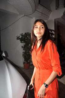 Anushka at Ranbir kapoor's birthday bash
