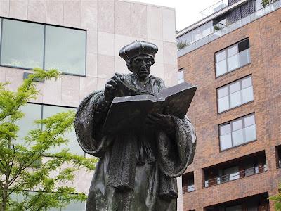 Estatua de Erasmo de Rotterdam en Rotterdam
