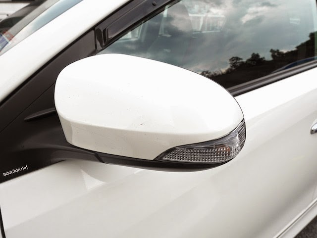 Power retractable wing mirror with turn indicator