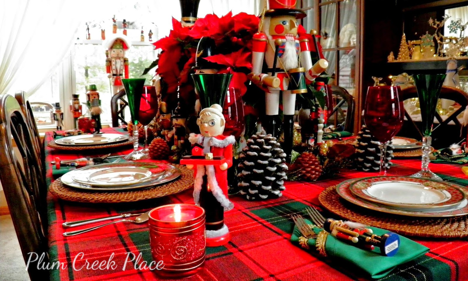 Christmas tablescape, Nutcrackers, Noritaki Royal Hunt, Noel wine flutes