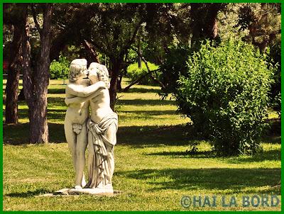 statuie indragostiti parcul lumea copiilor bucuresti