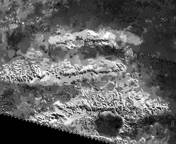 La montaña más alta en la luna de Saturno