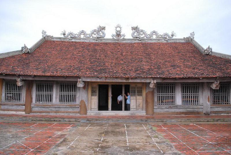 Đền thờ vua Lý Anh Tông ở đảo Quan Lạn
